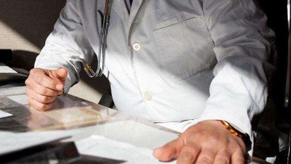 Гинеколог усыпляет пациентку онлайн
