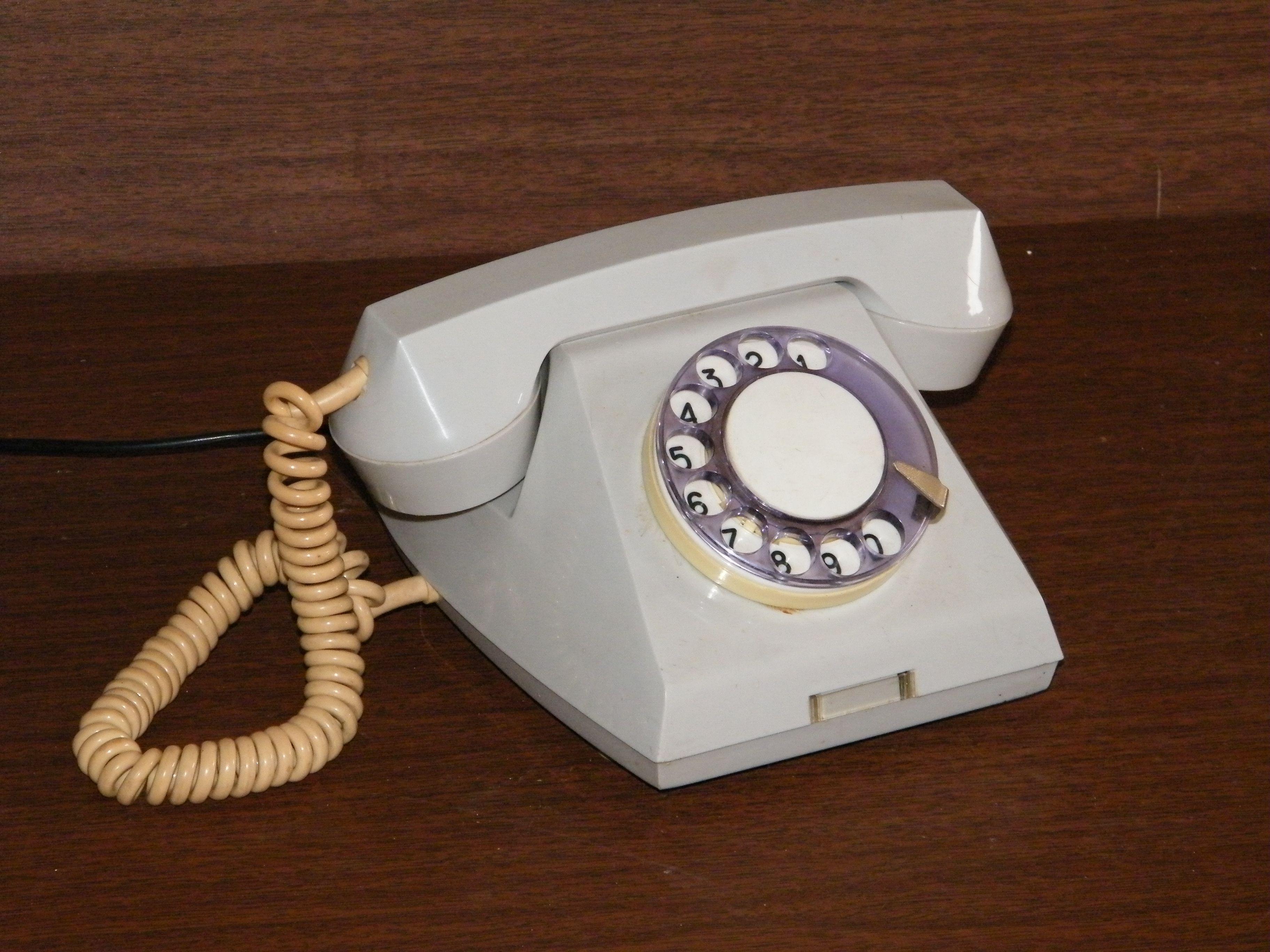 Нужен ли сейчас стационарный телефон?