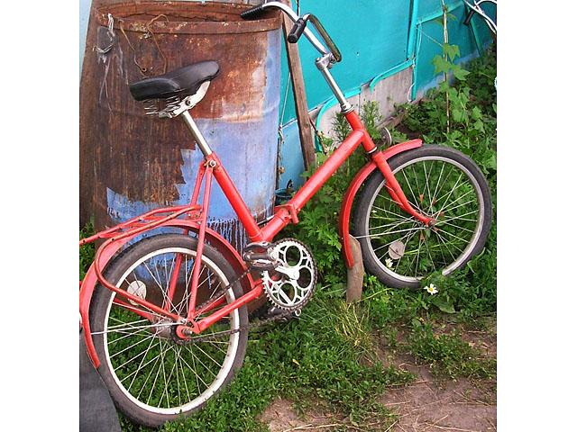 Старуха на велосипеде на седле хуй фото 338-756