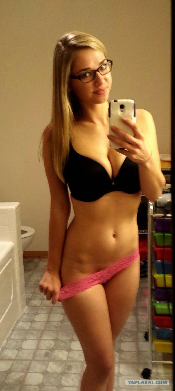 Nude Chick Selfies