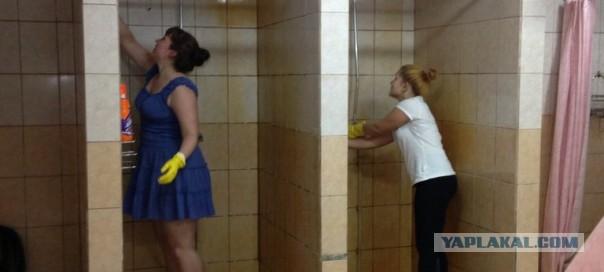 shimeyli-seks-v-tualete-russkoy-obshage-nezhniy-seks-krasivoy