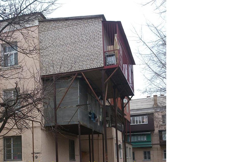 Продолжение эпопеи с балконами - есть такой жуткий город.