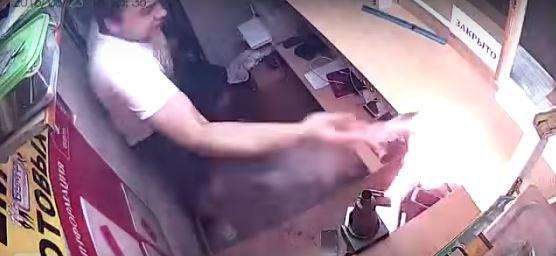 Взрыв батарейки в телефоне