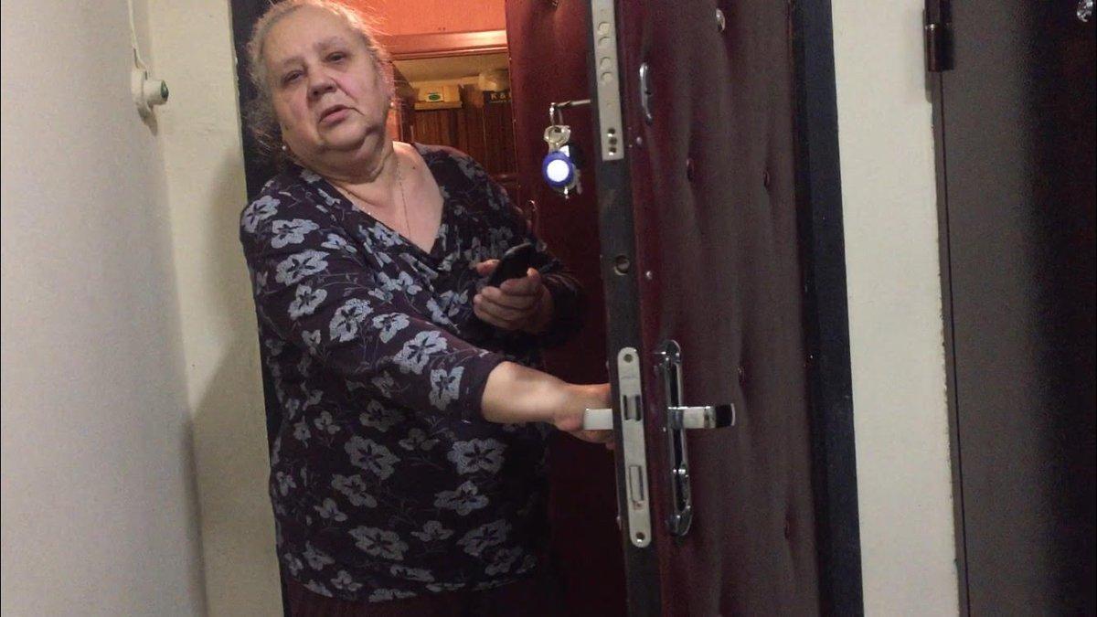 Детективный триллер о том, как парень пытался вернуть свой смартфон, украденный какой-то наглой бабкой