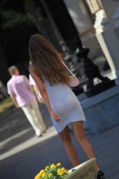 Девушки в мега коротких прозрачных юбках, смотреть онлайн на женские сиськи фото
