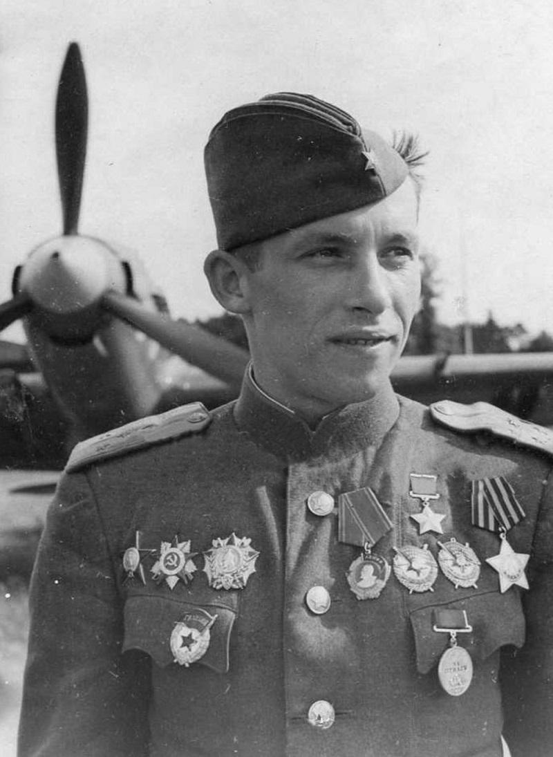 Ещё три недели после боя под войсковицами рота старшего лейтенанта колобанова сдерживала немцев на подступах к красногвардейску, а затем прикрывала отход частей на пушкин.
