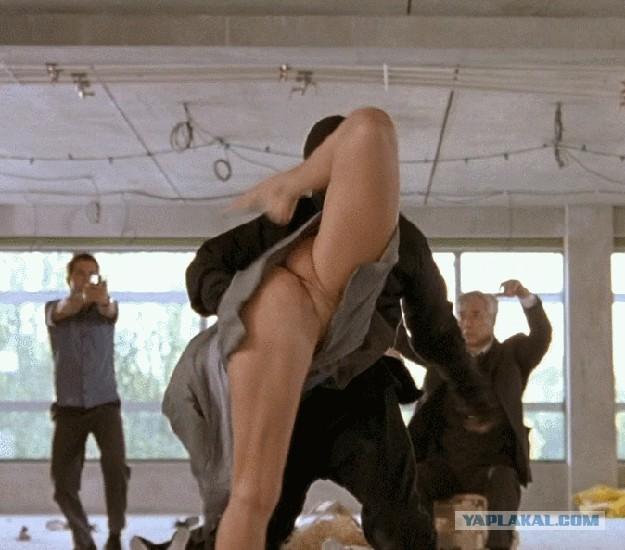 так вот сцены подглядывания под юбку из художественных фильмов врачи предпочитают перестраховаться