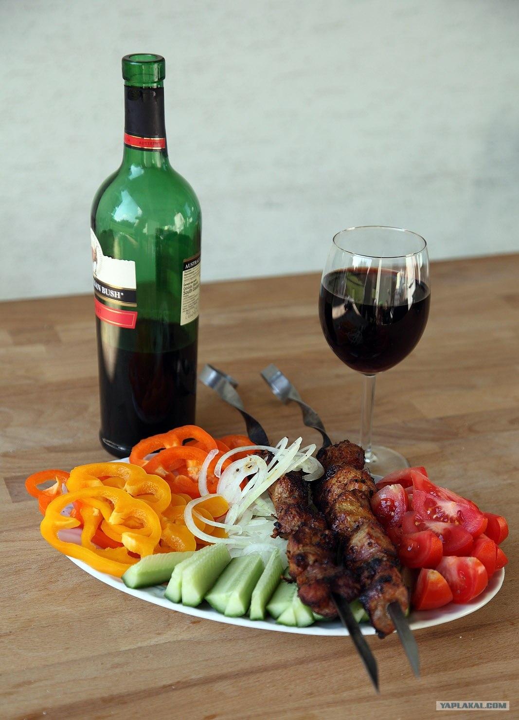 фото стол с вином и шашлыком этой удивительной
