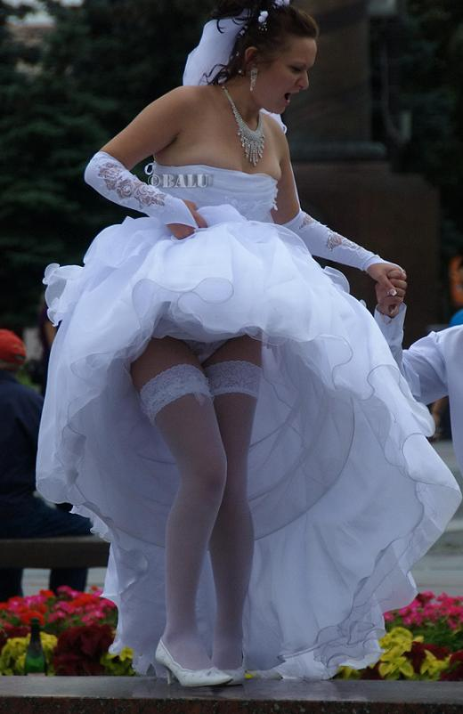 курьезные под платьем у невесты - 10
