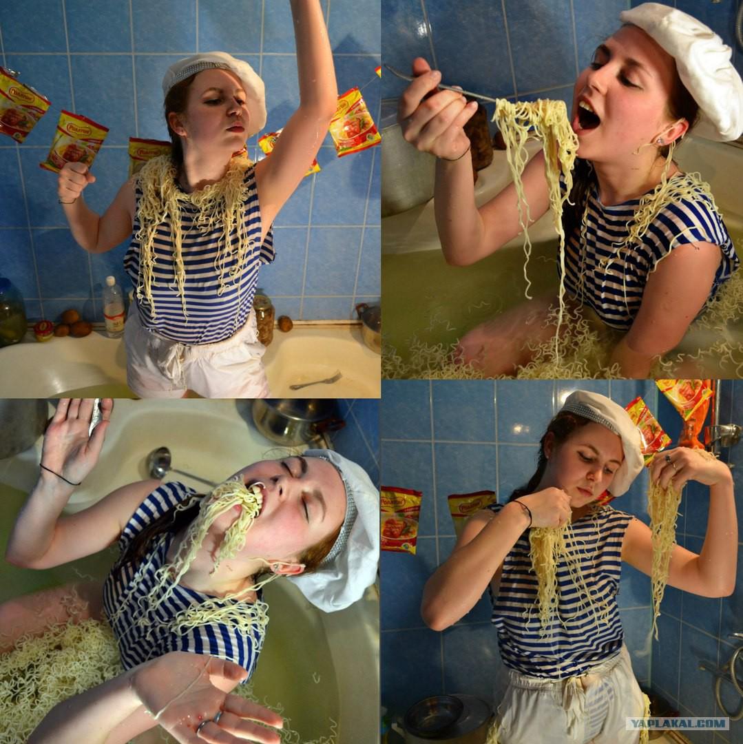 Издеваются над девочкой засунули рыбу в пизду фото 398-214