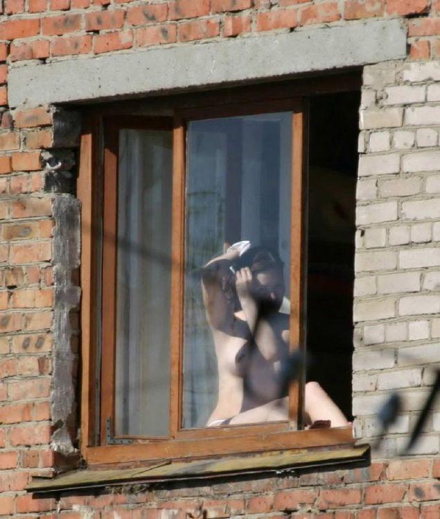 Подглядывание в окна за голыми девушками видео — pic 9