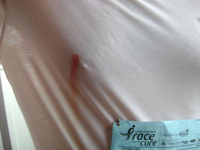 Видео соски через футболку у женщин фото 725-402