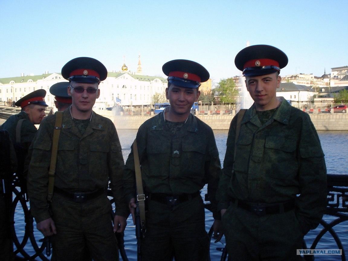 дрочить на сапоги солдаты россия видео