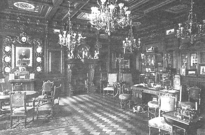 Какими были туалеты дореволюционного Петербурга и как жили в квартирах при +17. Рассказывает историк городского быта