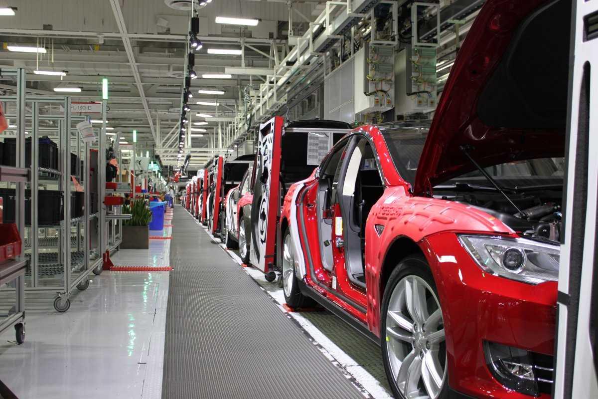 Где производят автомобили марки Tesla?