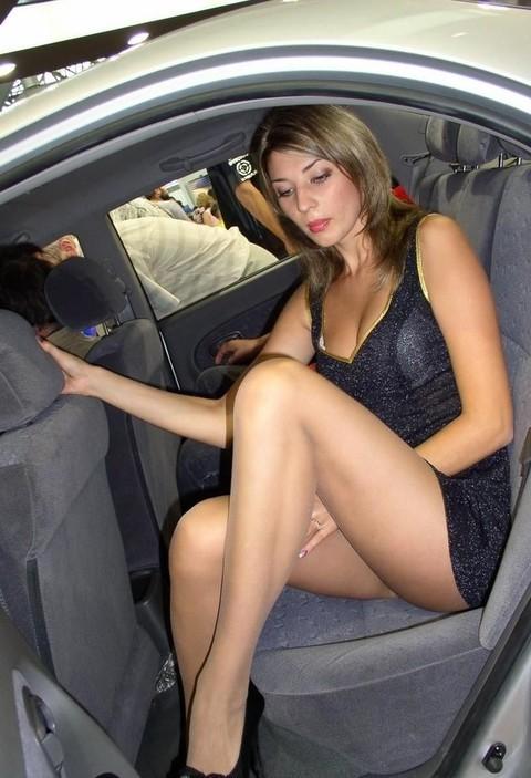 Под юбки в машине — pic 12