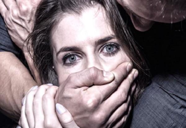 """Какой-то """"театр абсурда"""": женщина была два раза изнасилована группой злоумышленников"""