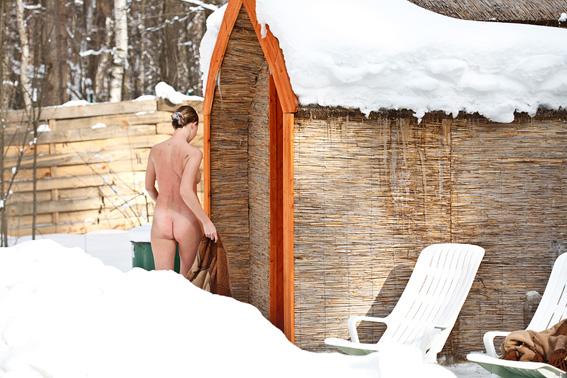 деревенские девчонки после бани на снегу расслабленность господина