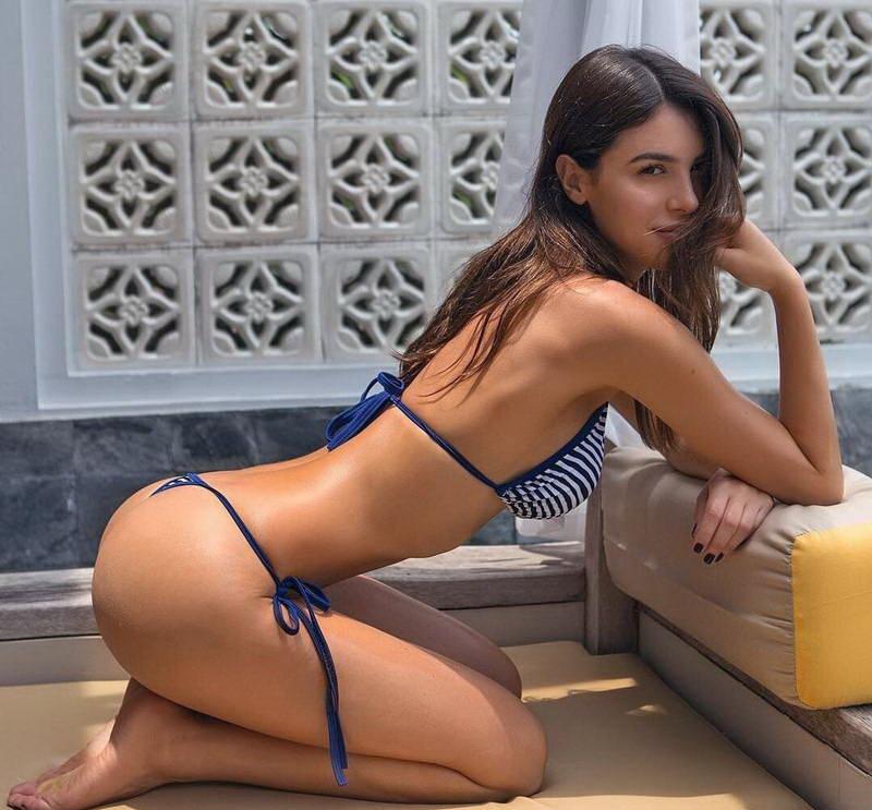 krasivie-fotki-devushek-v-super-bikini-zrelih-polnenkih-devushek