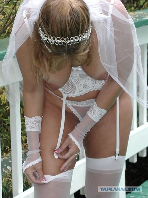 модели момент жених снимает трусики невесты движением руки