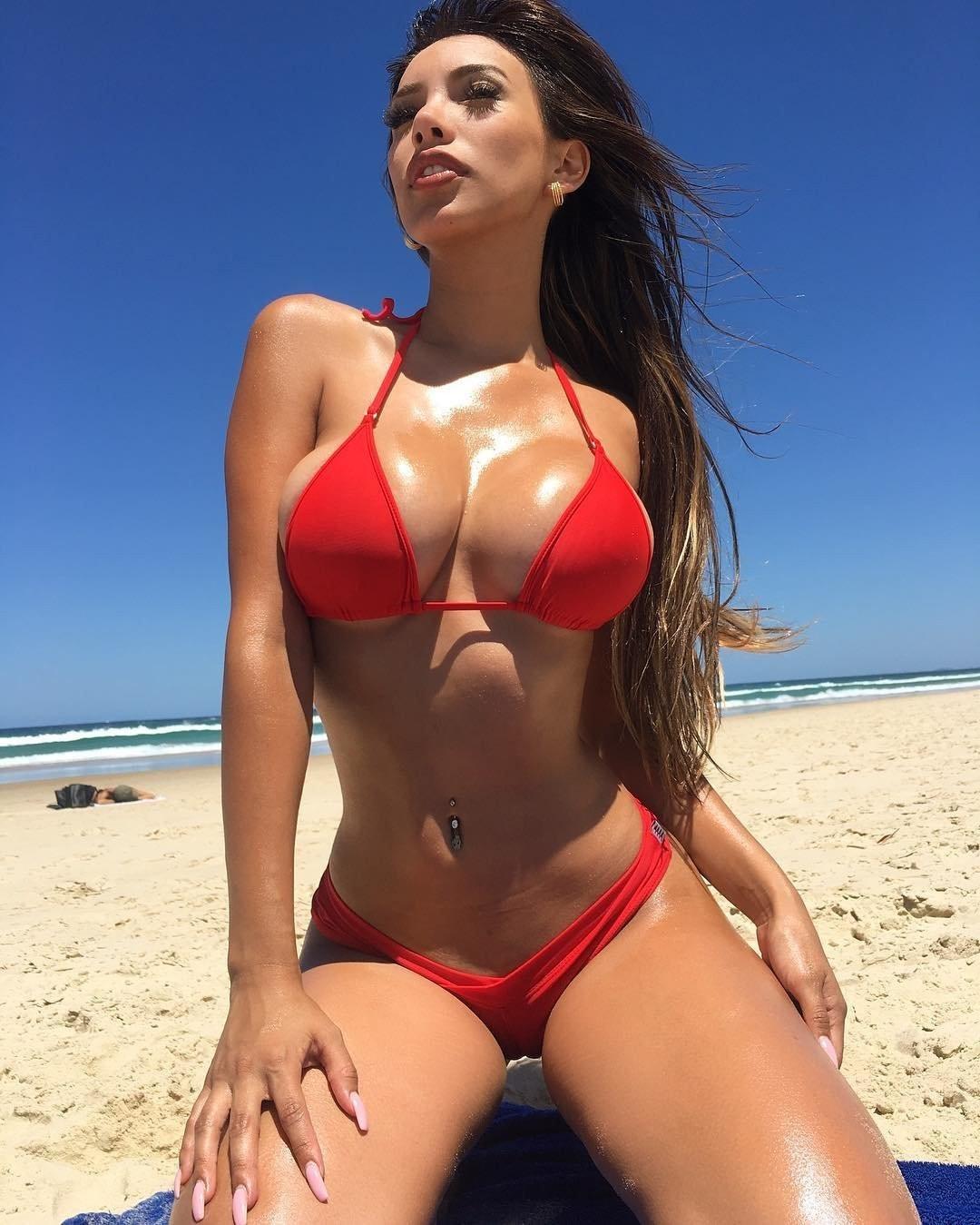Busty amateur girls in bikini