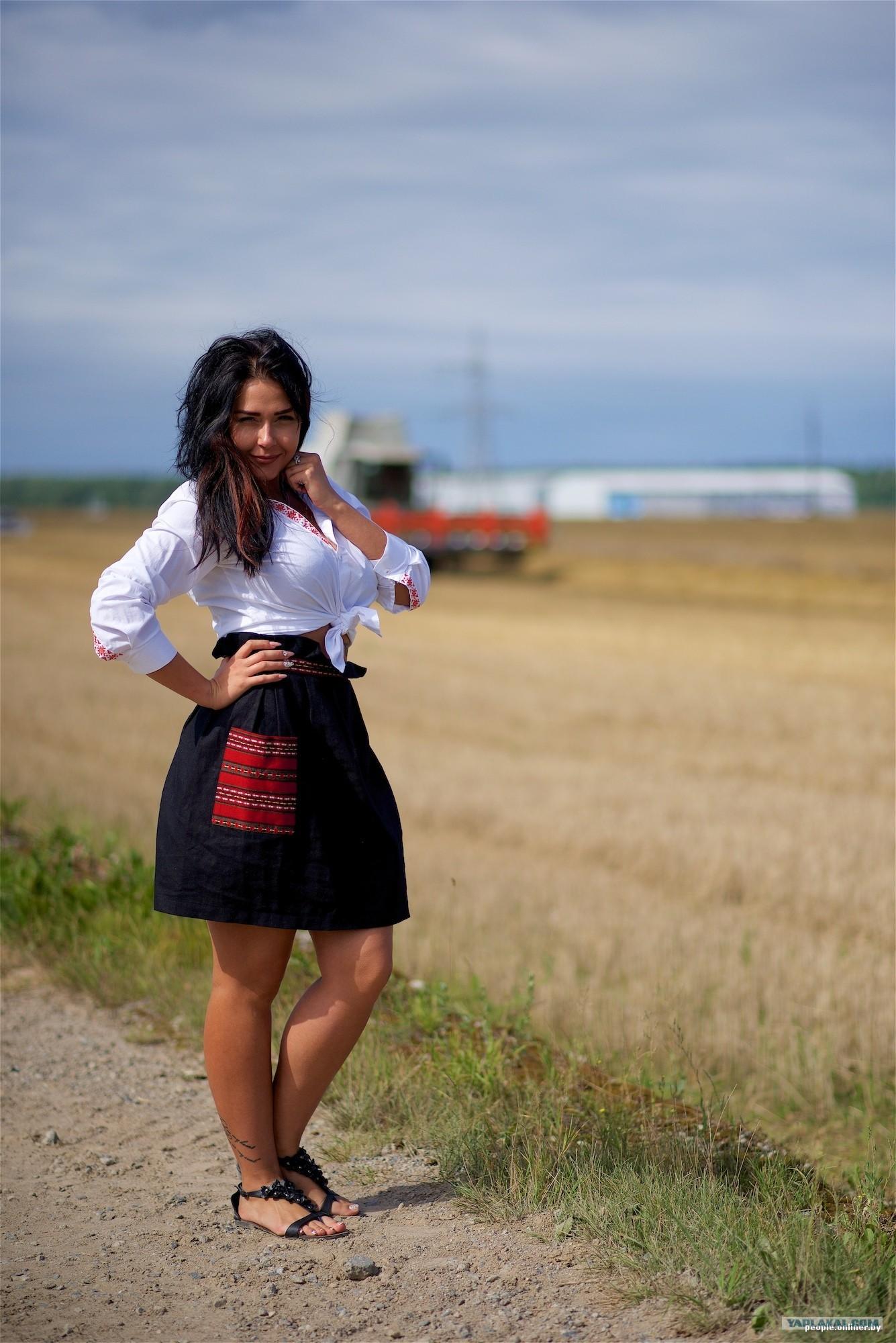 Ебля красивой девочки в поле