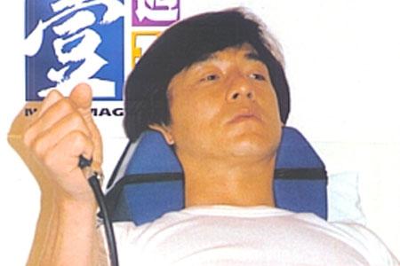 Джеки чан сколько у него травма эвелина бледанс и ее биография