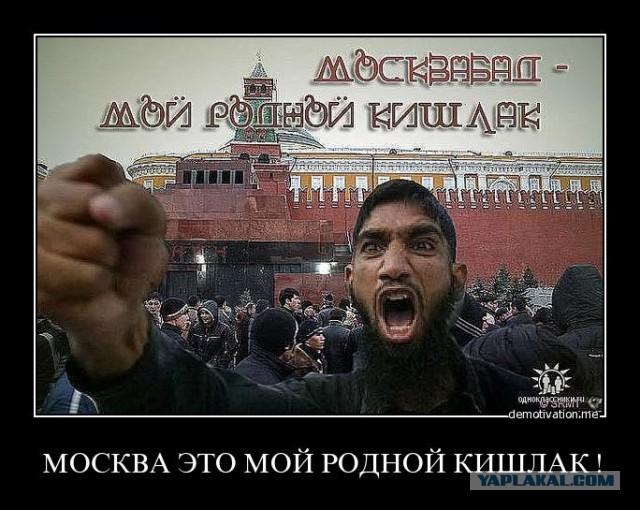 Полиция запретила женщине в кокошнике находиться на Красной площади