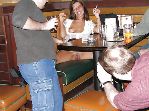 Фото подсмотр в кафе под столом