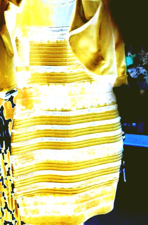 Почему кто то видит синее платье