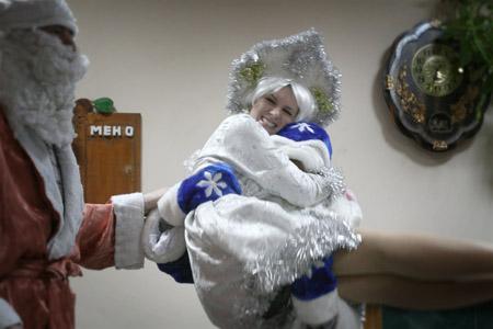 Сценарий новогодних праздников в домах престарелых благотворительный проект помощь дому престарелых