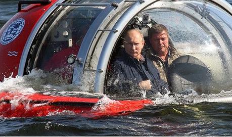 """Следивший за """"Адмиралом Кузнецовым"""" эсминец вышел из строя"""