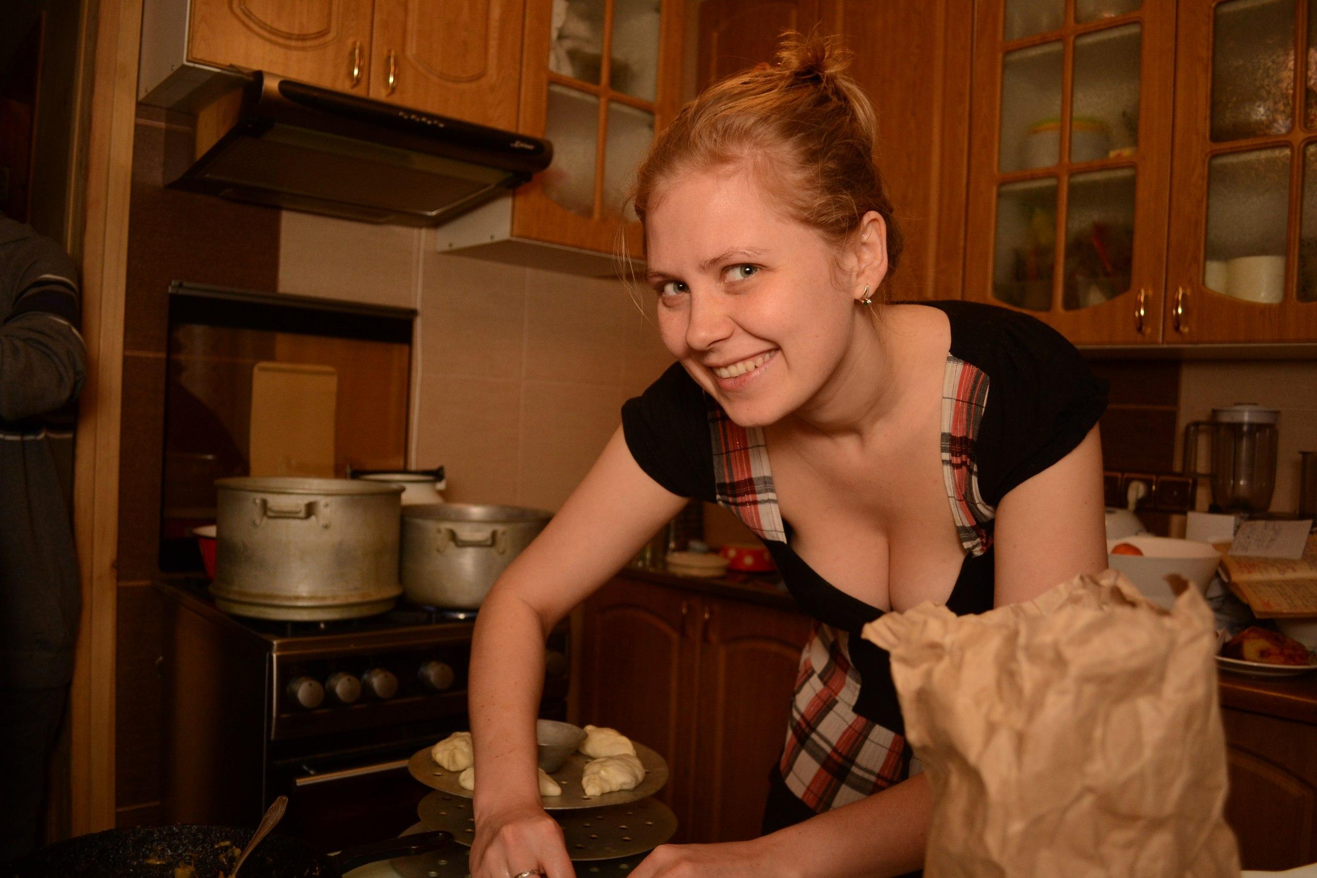 Разделась на кухни фото, Восхитительная девушка на кухне 17 фотография
