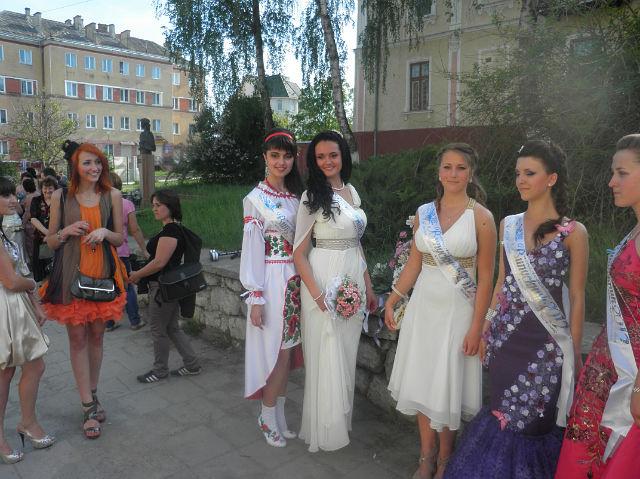 2012 фото выпускниц