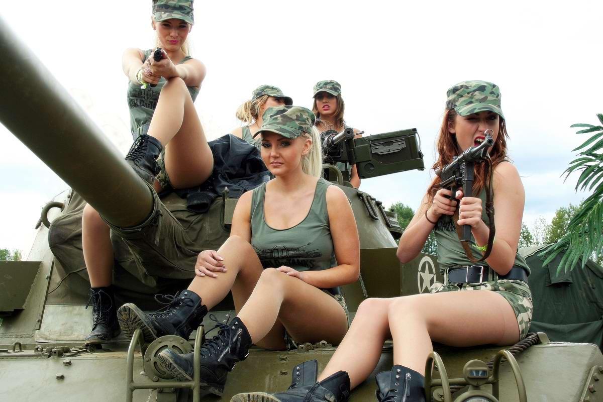 foto-s-seksualnimi-tankistami-zhenskie-nozhki-v-belih-golfah-foto