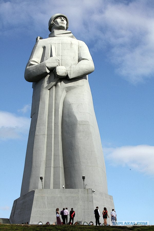 Памятник алеше в мурманске фото
