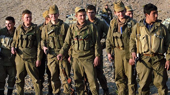 Рота солдат дрочат вместе
