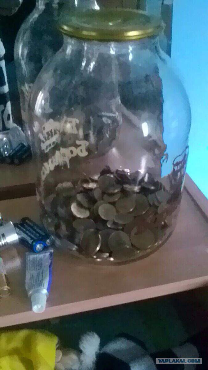 Сколько монет 10 рублей в трехлитровой банке цена серебряной монеты цена рубль 1723