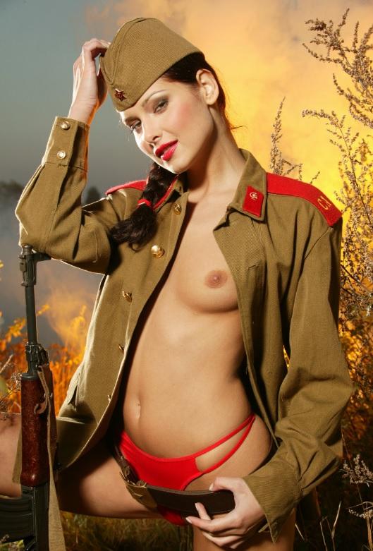 Голые фотки военных девушек