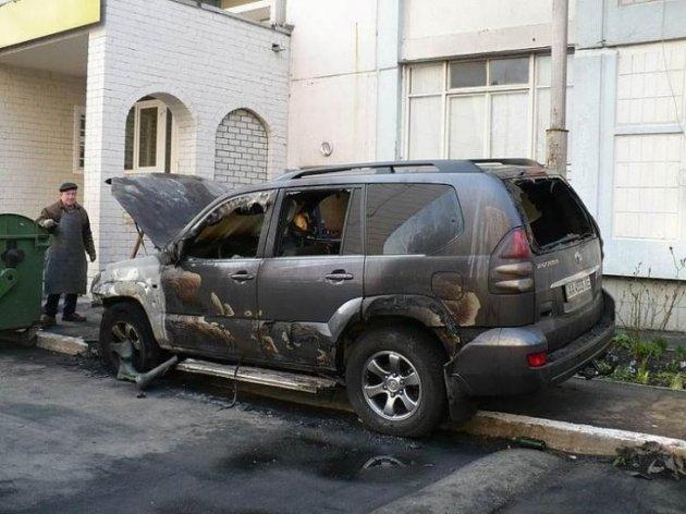 В Воронеже сожгли Mercedes из-за неправильной парковки