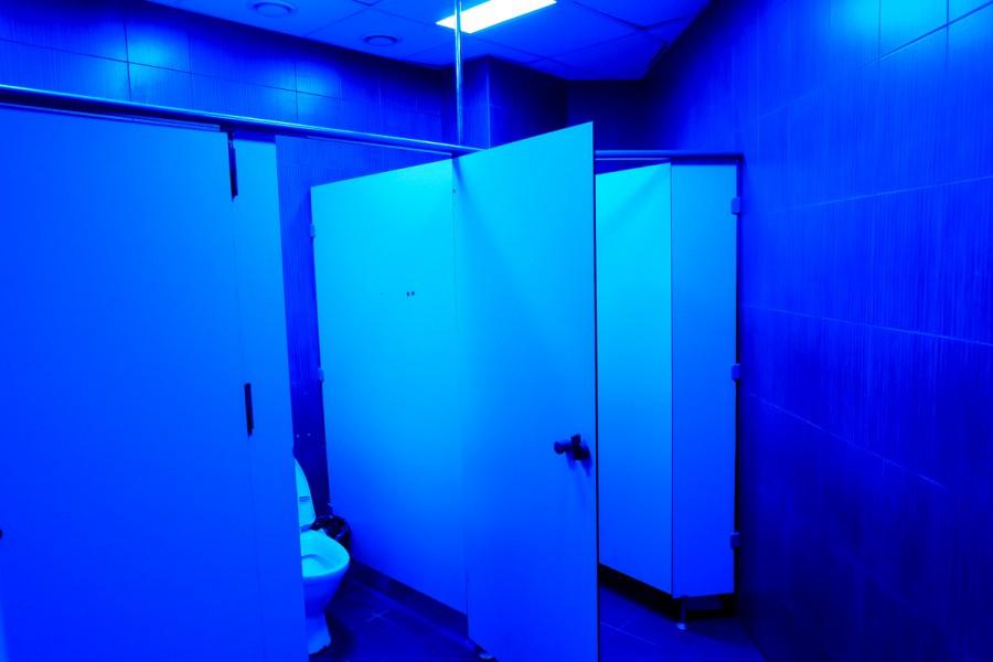 Почему туалеты в ночных клубах освещены синим цветом популярные ночные клубы мира