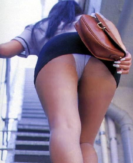 У девченок под юбкой