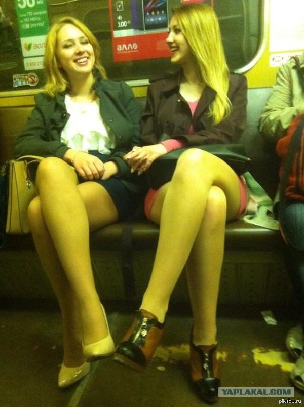 Фотография красивой девушки в метро фото 531-105