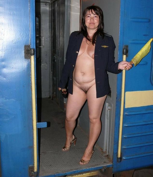 взрослая полная голая женщина проводница поезда