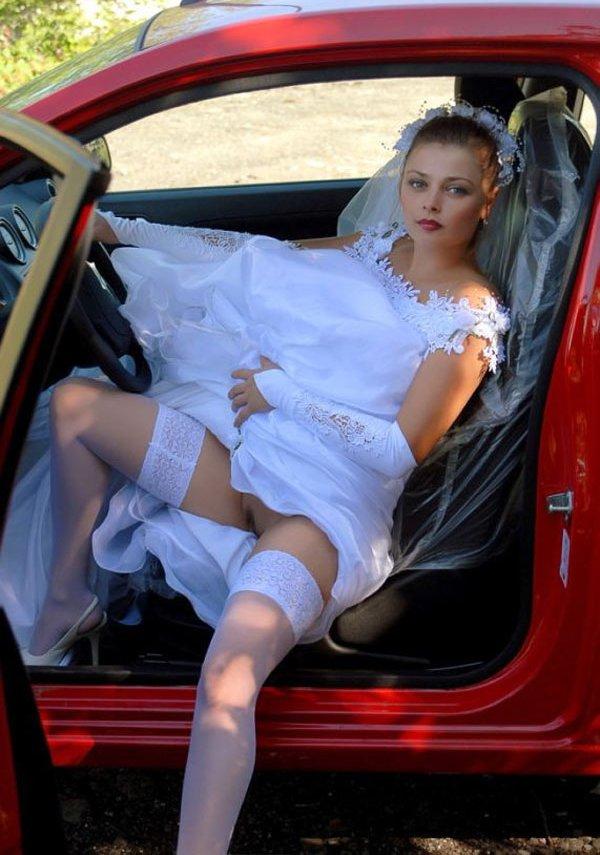 невесты на свадьбе без трусиков стоят полностью