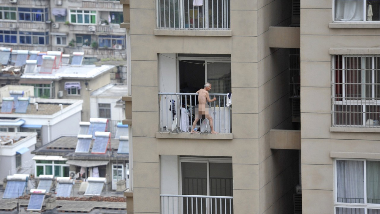 rash-porno-muzhik-visit-na-balkone-foto-kubinskimi