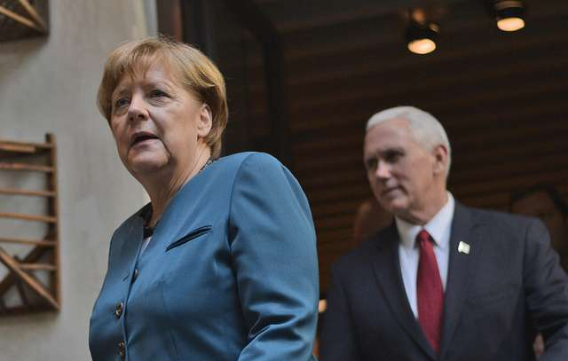 Показать пизду ангелы меркель