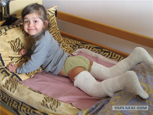Девочки лежат раздвинув ноги фото фото 72-266