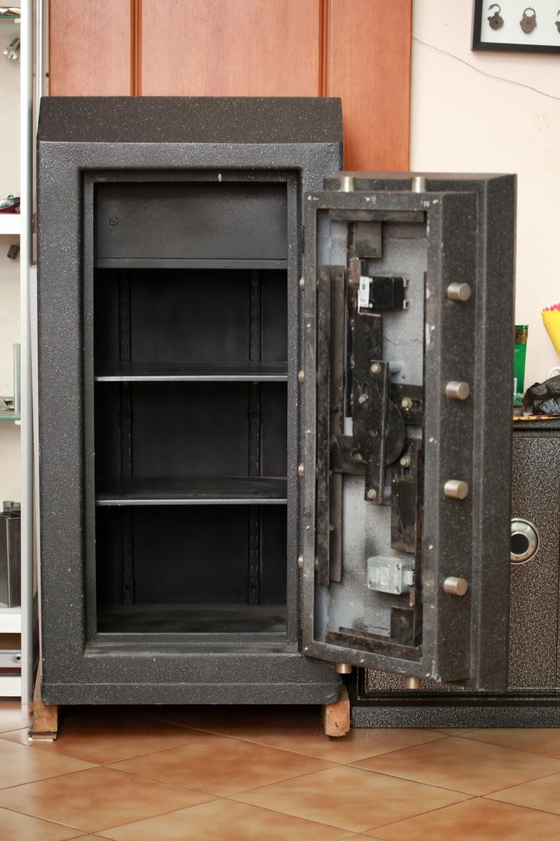 сделать сейф в квартире фото примеру, можно создать