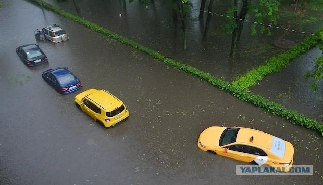 Кто ответит за затопленные машины в Москве?